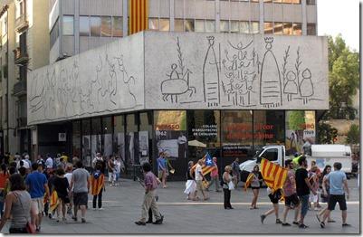 800px-03_Plaça_Nova,_mural_Picasso_11set2012